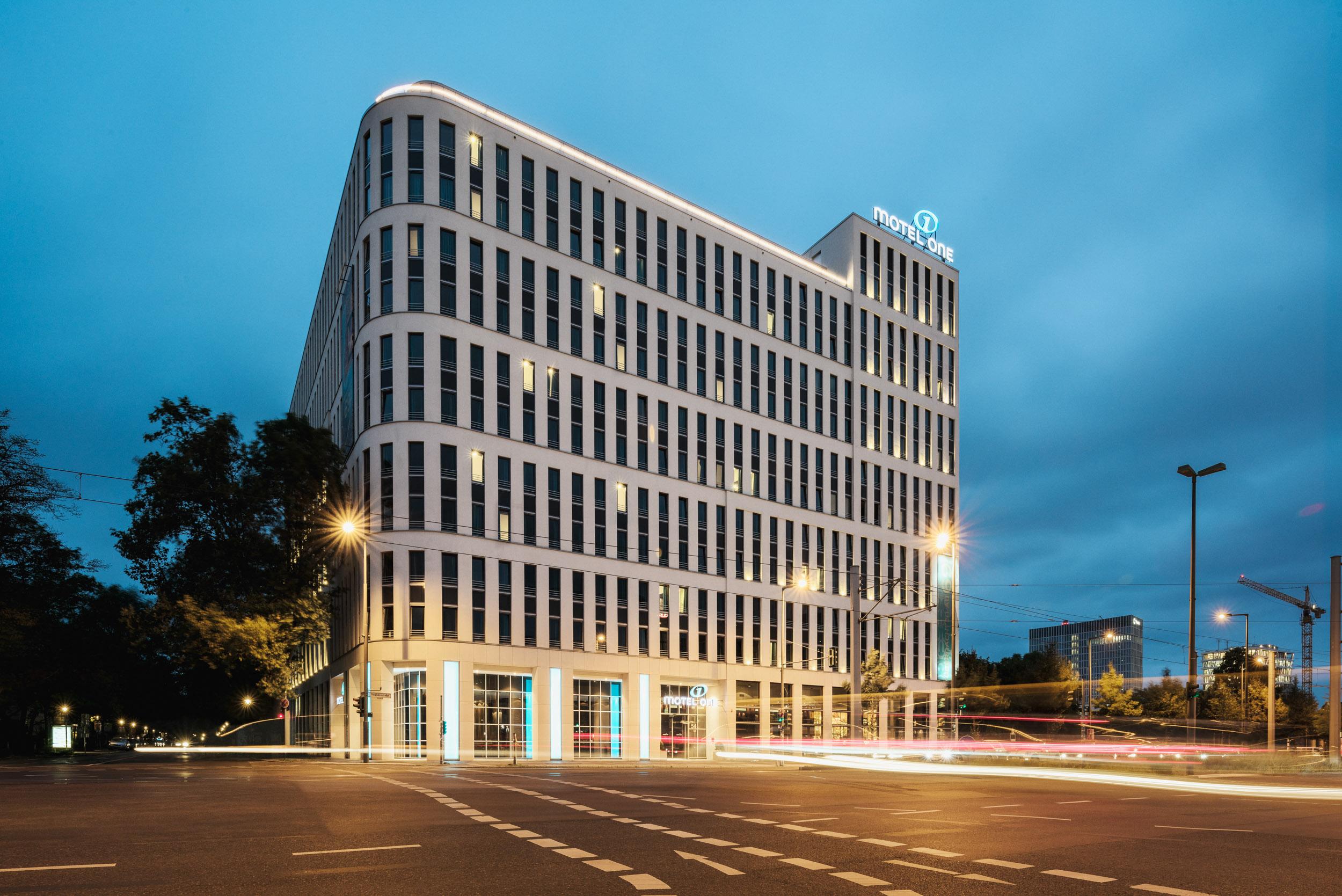 Gustav-Epple-Bauunternehmung-Motel-One-Berlin-HBF-MLX6278