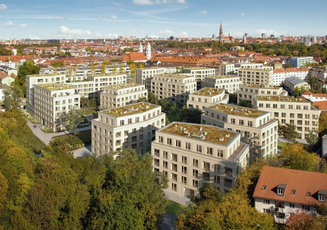 Großzügiger öffentlicher Raum zwischen den 17 Häusern.